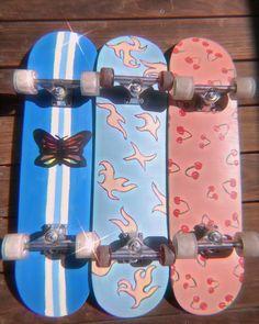 Painted Skateboard, Skateboard Deck Art, Penny Skateboard, Skateboard Design, Skateboard Girl, Custom Skateboards, Cool Skateboards, Photographie Indie, Indie Room Decor