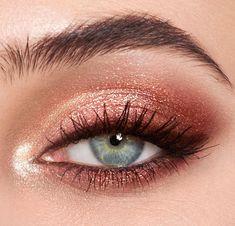 Pillow Talk - Luxury Palette Of Pops - Pink Glitter Eyeshadow - Makeup inspo - Make-up World Rose Gold Eyeshadow Look, Sparkly Eye Makeup, Makeup Eye Looks, Makeup For Brown Eyes, Cute Makeup, Makeup Eyeshadow, Eyeshadow Blue Eyes, Smoky Eyeshadow, Natural Eyeshadow Looks