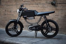 Somewhere between e-bike and electric motorcycle lies the sassy and stylish : TreeHugger Electric Moped, Best Electric Bikes, Honda Motorcycles, Cars And Motorcycles, Best E Bike, Cars Characters, Futuristic Motorcycle, Mens Gear, Bmx