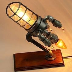 Choosing the best lamp for your home can often be difficult because there's such a wide selection of you could choose. Find the most suitable living room lamp, bedroom lamp, table lamp or any other style for your specific area. Pipe Lighting, Luxury Lighting, Lampe Steampunk, Steampunk Makeup, Steampunk Drawing, Steampunk Crafts, Steampunk Men, Steampunk Gadgets, Steampunk Wedding