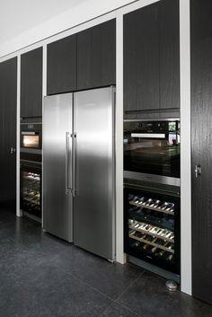 Wine fridge next to regular fridge. Kitchen Dinning, Home Decor Kitchen, Kitchen And Bath, Kitchen Interior, New Kitchen, Small Space Interior Design, Home Design, Interior Design Living Room, Cuisines Diy