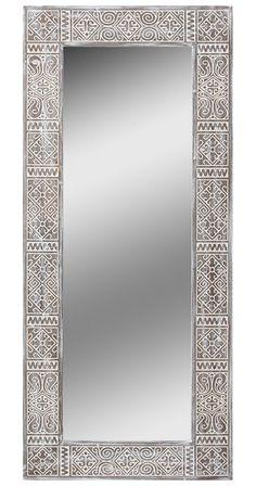 По сравнению со средней рамой Balian, в этой увеличенной модели больше ширина ламели - целых 17 сантиметров, объемнее линии рисунка, крупнее сам рисунок, и, конечно же, значительно больше само зеркальное полотно.