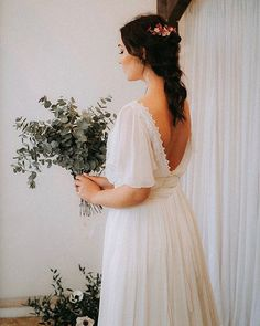 The bohemian weddings  have a distinct soft and romantic feel  that is earthy and inspired by nature  We love to see our headpieces on combination with this beautiful a romantic dress from @skibrudesalong  Picture @dmillanphotography  Hairstyle and makeup @jocelinediaz.studio  Model @cococelestina  Design and flowers @roandraff  __________________________________ @roandraff  #weddingtrend2020 #wedding2020 #brud #bride #bouquet #whiteroses #cleanstile #love #trend #fashion #oslo #norway…