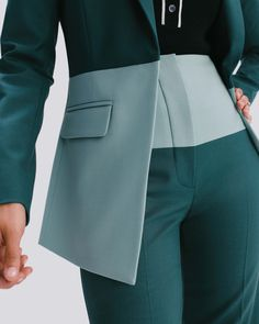 Argent is changing the rules of women's workwear with smart, versatile, vibrant suits and separates that refuse to compromise on quality, or personality. Suit Fashion, Fashion Dresses, Womens Fashion, Business Outfits, Business Attire, Blazers For Women, Suits For Women, Suit Jackets For Women, Women's Blazers