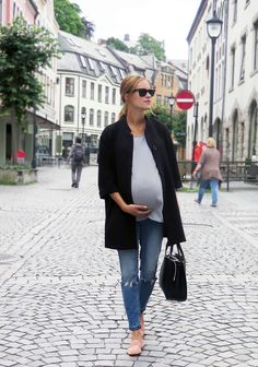 Bump Chic  Inspiration et conseils de style pour se habiller pendant la grossesse dans une manière confortable, élégant et chic! // Outfits inspiration and style tips to dress up the baby bump in a comfortable, elegant & chic way!  #MaternityFashion #Preg