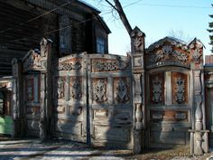 A hundred years old gate. There are only 4 gates in Tomsk, preserved from the beginning of the 20th century.