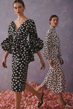 Carolina herrera resort 2020 fashion show outfit style outfits beauty inspo moda beauty moda outfit outfits style Fashion 2020, Look Fashion, Runway Fashion, High Fashion, Fashion Trends, Fashion Weeks, Milan Fashion, Fashion Beauty, Fashion Tips