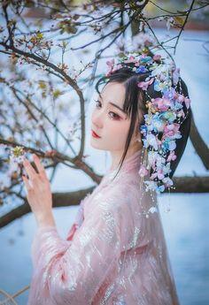 Japanese Wedding Kimono, Hanfu, Diy Hairstyles, Kpop Girls, Pin Up, Cosplay, Traditional, Hair Styles, Beautiful