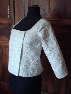 boutis -- quilting of Provence Just breathtaking! Quilted Skirt, Quilted Jacket, Lace Beadwork, Corsage, Quilted Clothes, Whole Cloth Quilts, Quilt Stitching, Free Motion Quilting, Quilting Designs