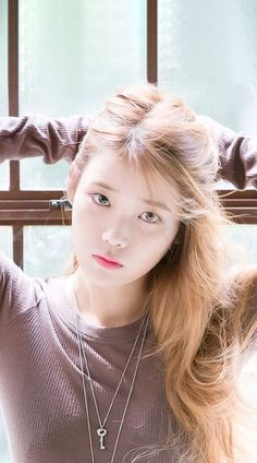 Similar to the previously mentioned Korean skin care trends, cloudless skin involves harnessing our pore-refining and brightening products to achieve skin as luminous and even as, well, a cloudless day. Cute Korean, Korean Girl, Asian Girl, Korean Beauty, Asian Beauty, Blonde Asian, Iu Fashion, Korean Actresses, Ulzzang Girl