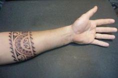 Tatouage Bracelet Polynésien sur Haut Avant Bras par Antoine