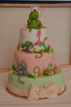 ΣΠΙΤΙΚΗ ΤΟΥΡΤΑ ΓΕΝΕΘΛΙΩΝ ΜΕ ΖΑΧΑΡΟΠΑΣΤΑ!  Για τα πρώτα γενέθλια της μικρής μου!! Ο βάτραχος είχε πολλή επιτυχία!! Homemade fondant cake! For my baby's first birthday!! The frog was a huge success!!