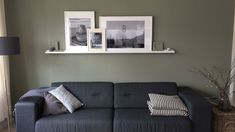 Camouflage green op de muur. Bank House of Mayflower. Schilderijplank Ikea.