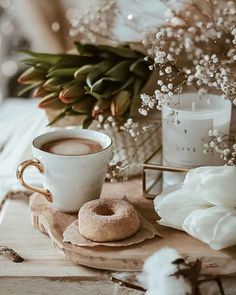 Cozy Aesthetic, Flower Aesthetic, Coffee And Books, I Love Coffee, Good Morning Coffee, Coffee Break, Coffee Photography, Jolie Photo, V60 Coffee