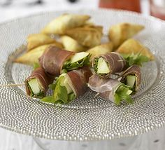 Prosciutto, pear & rocket rolls - 23 per serving