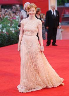 Jessica Chastain. champagne Elie Saab