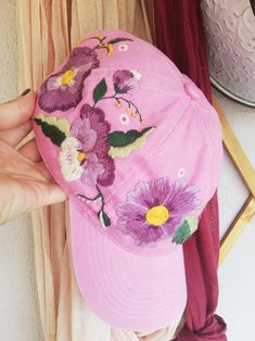 Cushion Embroidery, Hat Embroidery, Floral Embroidery, Crochet Leaf Patterns, Crochet Leaves, Embroidered Hats, Embroidered Flowers, Bone Bordado, Flower Hats