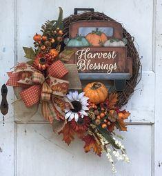 Fall Mesh Wreaths, Halloween Mesh Wreaths, Autumn Wreaths For Front Door, Diy Fall Wreath, Wreath Crafts, Door Wreaths, Wreath Ideas, Fall Ribbon Wreath, Mesh Ribbon