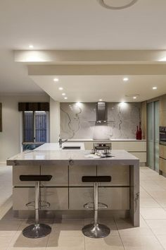 dont like the colour, but like the concept of a stone feature splashback