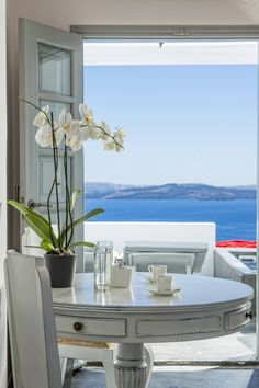 Luxury Hotels in Santorini - True Greece presents the luxury hotel suites Alta Mare by Andronis in Santorini, located in Oia Santorini Luxury Hotels, Santorini House, Greece Hotels, Santorini Greece, Santorini Island, Coastal Style, Coastal Living, Porches, Summer Pictures