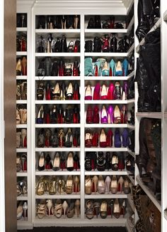 walk in shoe closet! yes please