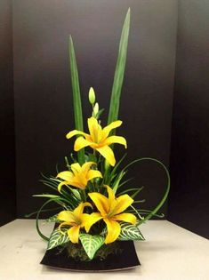 Discover thousands of images about Ikebana Tropical Flower Arrangements, Modern Floral Arrangements, Creative Flower Arrangements, Ikebana Flower Arrangement, Church Flower Arrangements, Ikebana Arrangements, Church Flowers, Beautiful Flower Arrangements, Flower Centerpieces