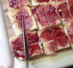 cut the jam covered sherry soaked cake into small squares Samoan Food, English Trifle, Best Sweets, Tea Sandwiches, Squares, Recipies, Cheesecake, Deserts, Cakes