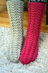 KARDEMUMMAN TALO: Suomusukkia välipäivätöinä Mitten Gloves, Mittens, Knitting Socks, Knit Socks, Crochet Slippers, Leg Warmers, Legs, Pattern, Knits