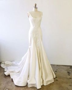 Bridal Party Dresses, White Wedding Dresses, Bridal Gowns, Wedding Gowns, Fishtail Wedding Dresses, Parisian Wedding Dress, 40s Wedding, Unusual Wedding Dresses, Lace Wedding