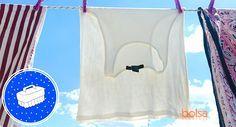 Como tirar manchas amarelas da roupa.   Suor, desodorante, excesso de produtos de limpeza e uso frequente são fatores que costumam deixar roupas brancas amareladas. Para devolver a cor original à peça, não é necessário gastar dinheiro levando-a a lavanderias profissionais. Confira uma receita caseira que resolve o problema em 9 passos simples:    Você vai precisar de 1 recipiente grande com água (cerca de 2/3 da capacidade), 2 colheres (sopa) de água oxigenada, 1 colher (sopa) de sal e 2…