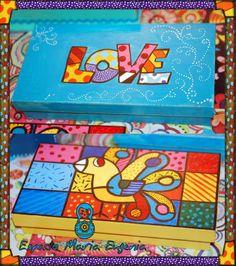 Cajas pintadas a mano inspiradas en el artista Romero Britto!