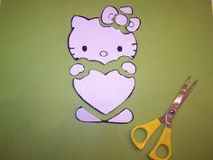 """Hello Kitty taart voorbeeld: Puzzelen, stap voor stap. Hoe maak je nou exact de leuke vormen die je altijd op taarten of cupcakes ziet, bijvoorbeeld Hello Kitty? In deze handleiding leggen we u door middel van foto's uit hoe dit in zijn werk gaat, dit wordt ook wel """"puzzelen"""" genoemd.Eventuele vragen kunnen via hetcontactformulierworden gesteld.... Lees meer over Puzzelen, stap voor stap taart decoreren – Hello Kitty voorbeeld"""