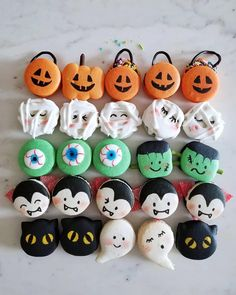 These Halloween Macarons are so cute, festive and even more delicious! They're the perfect treats ~. Halloween Cocktails, Halloween Desserts, Halloween Cupcakes, Spooky Halloween, Comida De Halloween Ideas, Postres Halloween, Recetas Halloween, Homemade Halloween, Halloween Food For Party