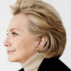 Hillary Clinton, Angela Davis, and More Feminist Leaders Prove That True Beauty Comes From Strength - Vogue Anna Wintour, Hillary Rodham Clinton, Vogue Photo, Feminist Icons, Mario Testino, Vogue Magazine, Women In History, Powerful Women, Looking For Women