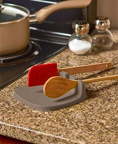 Utensil Rests Keep your countertop clean with this Utensil Rest. It holds up to 3 kitchen tools at once, even your largest ones. Has a curved base to prevent drips from sprea Kitchen Tools And Gadgets, Cooking Gadgets, Kitchen Supplies, Cooking Tools, Food Storage, Kitchen Storage, Storage Ideas, Gold Kitchen Utensils, Tank Container
