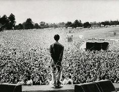 Liam Gallagher and Oasis (also) at Knebworth Park in 1996 Noel Gallagher, Liam Gallagher Live, Itazura Na Kiss, Banda Oasis, Oasis Live, Liam And Noel, Concert Crowd, Oasis Band, Rockn Roll