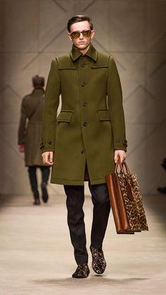 Spotted Animal Print Tote Bag   #Burberry #fashion #men #bag