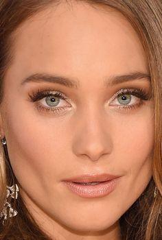 Close-up of Hannah Davis at the 2015 CMA Awards. http://beautyeditor.ca/2015/11/10/cma-awards-2015