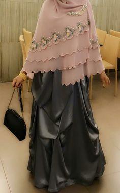 Hijab Gown, Hijab Style Dress, Hijab Chic, Moslem Fashion, Niqab Fashion, Modest Fashion, Hijab Trends, Abaya Designs, Muslim Dress