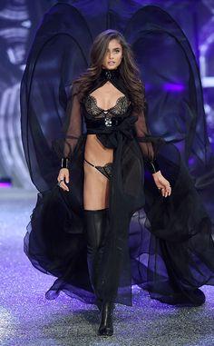 Taylor Hill: 2016 Victoria's Secret Fashion Show