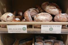 Pour éviter le gaspillage, Biocoop met en place des promotions sur les pains de la veille.  Mettez votre pain au four quelques minutes... La croute retrouve son croquant et la mie devient bien chaude et moelleuse... hmmmiam !  Vous vous régalerez tout en économisant !  Welcome magasin bio - Biocoop 11e Pains, Four, Place, Bread, Shop, Shops, Bakeries, Breads, Store