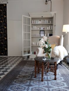 Mandarin Spa lounge Spa Lounge, Shag Rug, Lifestyle, Home Decor, Shaggy Rug, Decoration Home, Room Decor, Blankets, Home Interior Design