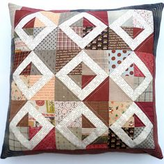 My last tutorial of 2011 is for a Friendship block pillow. I have used scraps so there are no specific fabric quantities, this tutorial ex...