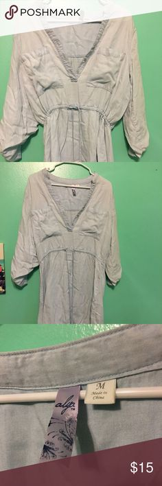 Cotton dress. Very comfy dress. Worn twice. From Francesca's Collections. Cotton! Super soft. The strings are able to make the dress tighter or looser. The sides of the sleeves can button up- shown in photo. Size Medium. Francesca's Collections Dresses Midi