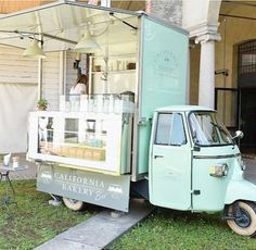 mint green food truck | California Bakery Bee (Milan)