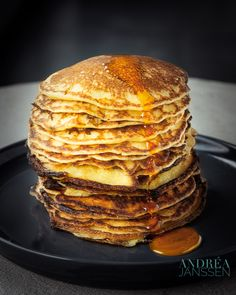Pancakes are typical to be made for an American breakfast. In this recipe you make the cornmeal pancakes made with buttermilk. Cornmeal Pancakes, American Breakfast, Waffles, Breakfast Recipes, Good Food, Southern Heritage, Cooking, Dutch, Training