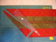 To make a great tree skirt using the 10 degree wedge ruler. First you need three different fabrics. Cut into strips . Dresden Plate Patterns, Quilt Block Patterns, Quilt Blocks, Xmas Crafts, Christmas Projects, Christmas Patchwork, Christmas Quilting, Christmas Sewing, Origami Quilt