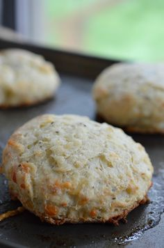 Parmesan and Pepper Biscuit Recipe with Butter - These Homemade Biscuits are extra buttery and flavored with fresh parmesan cheese and pepper! Quick and Easy! @coleandmasonusa #brandambassador