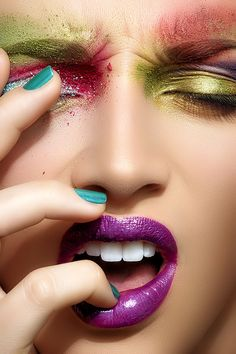 Beautiful colorful pictures and Gifs: Woman Face Kiss Makeup, Beauty Makeup, Eye Makeup, Hair Makeup, Body Makeup, Make Up Looks, Beauty Photography, Real Techniques Brushes, Extreme Makeup