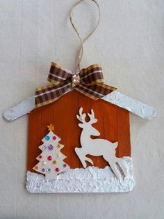 Lollipop stick crafts Learn how to make Easy Christmas Crafts for Kids with these amazing Popsicle Stick Christmas Ornaments. Christmas Crafts For Gifts For Adults, Christmas Party Games For Adults, Popsicle Stick Christmas Crafts, Easy Christmas Ornaments, Christmas Crafts For Kids, Christmas Tag, Craft Stick Crafts, Simple Christmas, Craft Gifts